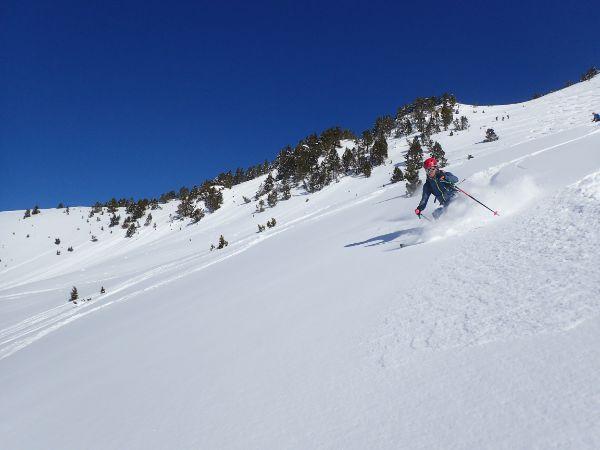 Esquí de travesía pirineos refugio de linza